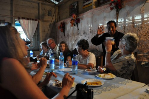 A Nicaraguan feast in a Santa Marta home.
