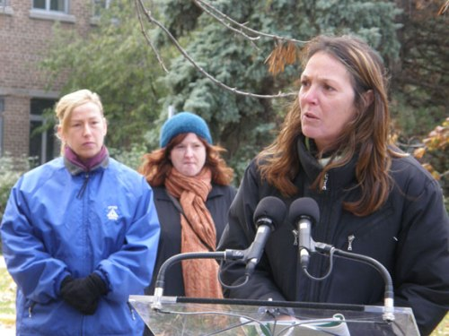 Local 500 President Nancy Pridham during a 2008 press conference addressing assaults at the Toronto hospital. Six years later the same problems persist with the union calling on the Ministry of Labour to charge the employer under the Occupational Health and Safety Act.